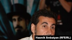 Armenia - Serj Tankian, a world famous rock musician of Armenian origin, at a press conference in Yerevan, 12Aug,2010