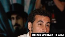 Серж Танкян с сольным концертом уже выступал в Ереване летом 2010 года