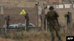 Турецкие и курдские военные на сирийско-турецкой границе. Иллюстративное фото.