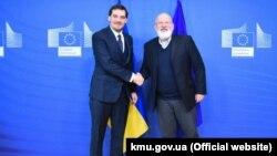 Прем'єр-міністр України Олексій Гончарук (л) і виконавчий віцепрезидент Єврокомісії з питань «Європейської зеленої угоди» Франс Тіммерманс