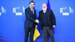 Ukrainian Prime Minister Oleksiy Honcharuk (left) shakes hands with Executive Vice President of the European Commission Frans Timmermans in Brussels on January 28.