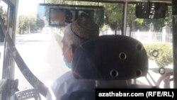 Aşgabat. Awtobus sürüjileri hem ýüz maskasyny geýip başlady.