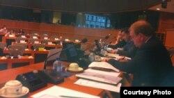زومايا يتحدث في الإجتماع