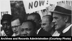 "Мартин Лютер Кинг во время ""Марша на Вашингтон"", 28 августа 1963 года."
