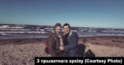 Вольга Камягіна і Арцём на Балтыйскім моры