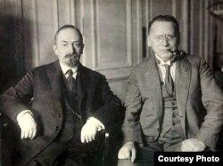 Gheorghi Cicerin (stg.), împreună cu Maxim Litvinov (Foto: Biblioteca Centrală Universitară, Iași)