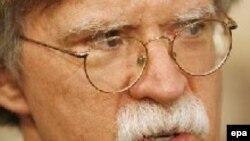 آقاي بولتون تاکيد مي کند، که رژيم جمهوري اسلامي در ايران بايد تغییر یابد.