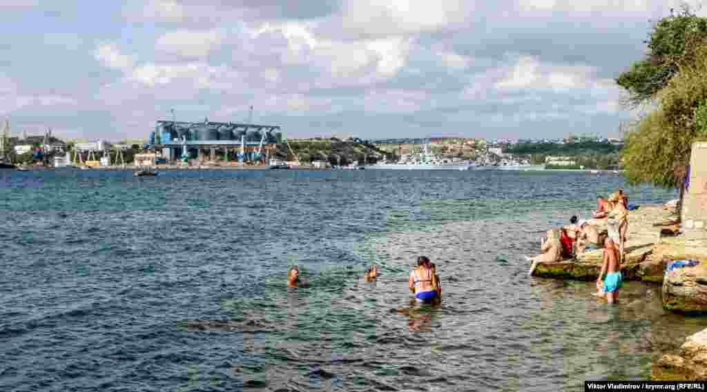 Тем не менее, жители Севастополя любят проводить здесь время