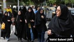 Ирандык аялдар. Тегеран, 22-апрель, 2018-жыл.