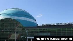 Аэропорт в Астане, где, как ожидается, 26 сентября приземлится военно-транспортный самолет Y-8F200W.
