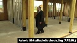 Головний рабин України Моше Асман на місці будівництва