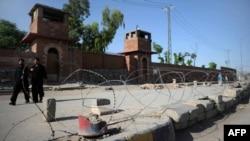 Ограждение вокруг тюрьмы в Пешаваре. 23 мая 2012 года. Иллюстративное фото.