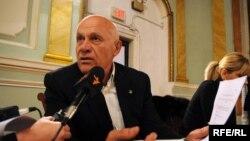 По мнению политолога, саммит в Вильнюсе – это последний аккорд в президентстве Саакашвили, и он, наверное, воспользуется этой высокой трибуной, чтобы еще раз напомнить окружающим свои заслуги, и в очередной раз раскритиковать нынешнюю грузинскую власть