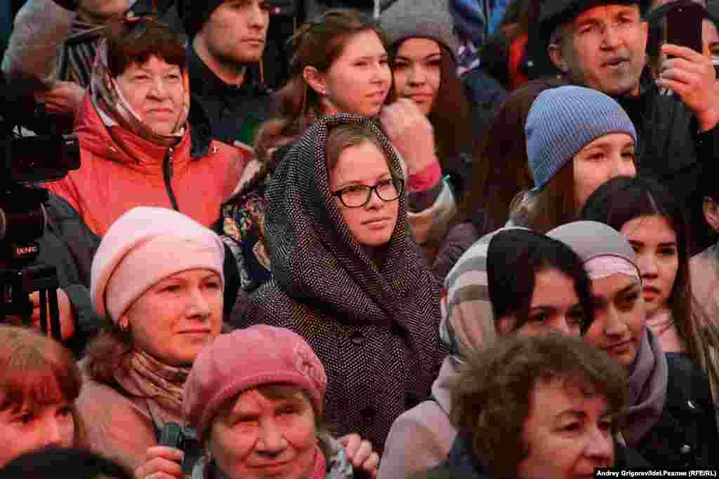 Школьники в Татарстане изучают теперь язык добровольно на основе письменного согласия родителей в пределах до двух часов в неделю. Подобные правила действуют в отношении государственных языков республик по всей территории России.