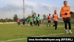 Футболисты возрожденного ФК «Таврия» на тренировке. Иллюстрационное фото
