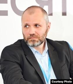 Денис Кобзін