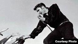 Элвис Пресли. [Фото — <a href='http://peoples.ru' title='Люди и их биографии, истории, факты, интервью'>Истории людей</A>]