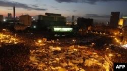 """Каирдин борборундагы """"Тахрир"""" (""""Эркиндик"""") аянтында. 2011-жылдын 10-февралы."""