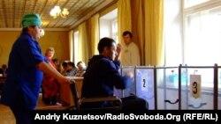 Луганськ, на одній із виборчих дільниць