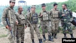 ԼՂ ՊԲ զինծառայողները շփման գծում, ապրիլ, 2016թ.