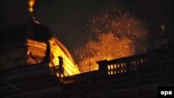 Pamje nga zjarri në Muzeun Kombëtar në Pragë