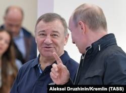 Аркадий Ротенберг и Владимир Путин во время церемонии открытия моста через Керченский пролив