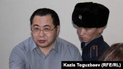 Гражданский активист Ермек Нарымбаев, обвиняемый в возбуждении национальной розни.