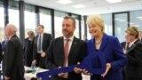 Noul președinte Bernd Fabritius cu Erika Steinbach (Foto: www. berndfabritius.de)