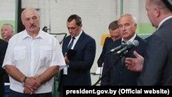 Аляксандар Лукашэнка на Аршанскім інструмэнтальным заводзе