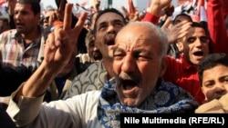Люди на площади Каира в день третьей годовщины свержения Хосни Мубарака. 25 января 2014 года.