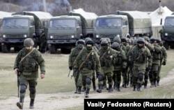 Российские военные в селе Перевальное, 6 марта 2014 года