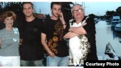 Валерий Родос с семьей