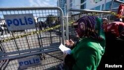 Азия банктын алдына чогулгандар. Стамбул, 4-февраль, 2015-жыл.