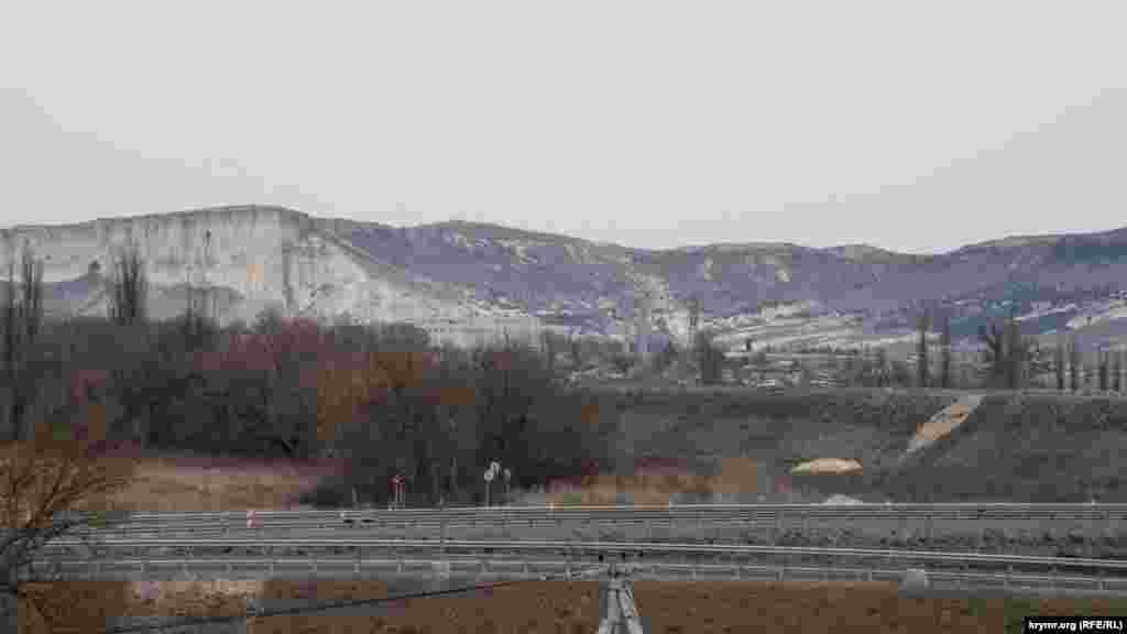Знаменита гора тепер відділена від міста автотрасою «Таврида»