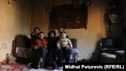 Refija Zahirović sa porodicom, mart 2012.