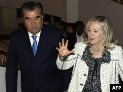 U.S. Secretary of State Hillary Clinton (right) meets with Tajik President Emomali Rahmon in Dushanbe