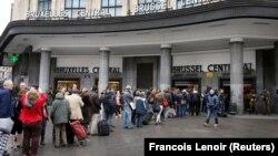 Brüsselin Mərkəzi Vağzalındakı adamlar evakuasiya ediliblər