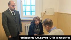 Подконтрольный России омбудсмен Крыма Лариса Опанасюк и Олег Зубков в СИЗО, февраль 2020 года
