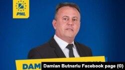 """Primarul Damian Butnaru s-a autosuspendat din PNL, nu și din funcția administrativă, și spune că e mândru de ce a realizat ca primar. El se plânge că e """"atacat mediatic"""" de cei care """"tânjesc"""" la funcția sa"""