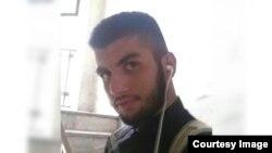 سینا دهقان، یکی از دو نفری که به گزارش کمپین بین المللی حقوق بشر در ایران به اتهام توهین به مقدسات محکوم به اعدام شده اند