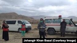 د ارشیف انځور: د بلوچستان مدني فعالان خلک د کورونا وایرس له زینونو خبروي.