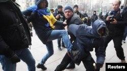Столкновения в Киеве, 1 декабря 2013 года