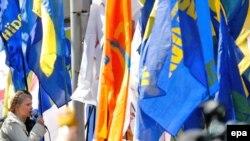 """Украина -- Оппозициянын лидери Юлия Тимошенко орустардын Кара деңиз флотуна байланыштуу жаңы келишим """"Украинанын тарыхына кара барак"""" болуп кирерин айтып, өз тарапкерлерин 11-майда митингге чакырды."""