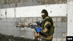 Украинадаги россияпараст исёнчи машғулот пайтида.