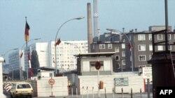 Zidul de la Berlin - punctul de control de pe strada Heinrich Heine
