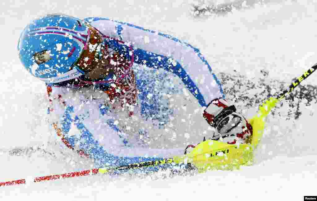 Italy's Patrick Thaler crashes during the first run of the men's alpine skiing slalom event. (Reuters/Ruben Sprich)