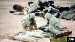 BMT ekspertləri İraqda iprit qazını məhv edir, 1992-ci il