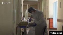 Բուժաշխատող Երևանի հիվանդանոցներից մեկում, արխիվ