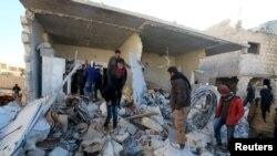 Pamje në Alepo pas një sulmi të mëparshëm