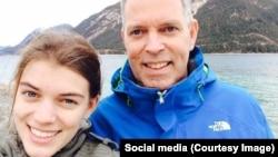 """Ханс де Борст с дочерью Эльземик, которая летела в сбитом """"Боинге"""""""